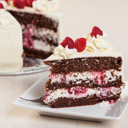 Maak deze zomers chocolade taart met frambozen van de FunCakes mix voor chocolade biscuit. De zomers taart is perfect als heerlijk dessert op een zomers avond.