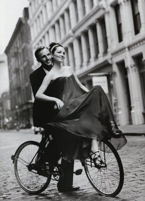 beautiful and elegant....though the dress will get caught in the pedalsBicycles, Engagement Pictures, Romantic Wedding, Dresses Design, Vintage Couples, Bikes Riding, The Dresses, Romantic Dresses, Riding A Bikes
