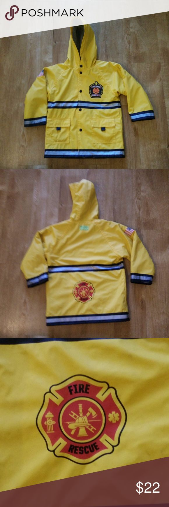 """Western Chief Batman Rain Coat Size 4T Boys Western Chief Size 4T Batman Rain Coat - Awesome in VERY NICE condition! (ref#2122)     Please check measurements for a good fit.  (Actual Measurements are taken to the best of our ability and are approximate)  Measurements:  Pit to Pit –  16""""  Length – 20.5 Western Chief Jackets & Coats Raincoats"""