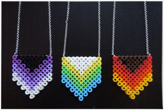 Necklace hama perler beads http://mistertrufa.net/librecreacion/culturarte/?p=12