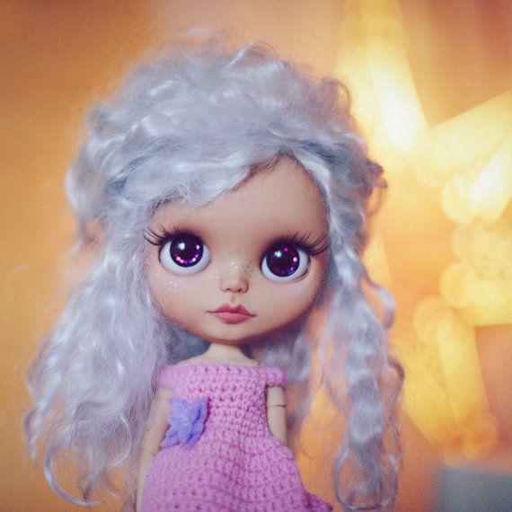 Custom tbl OOAK Blythe doll mohér stříbrné vlasy opálení kůže ruční oblečení vánoční kolekce dárek umělecké dílo