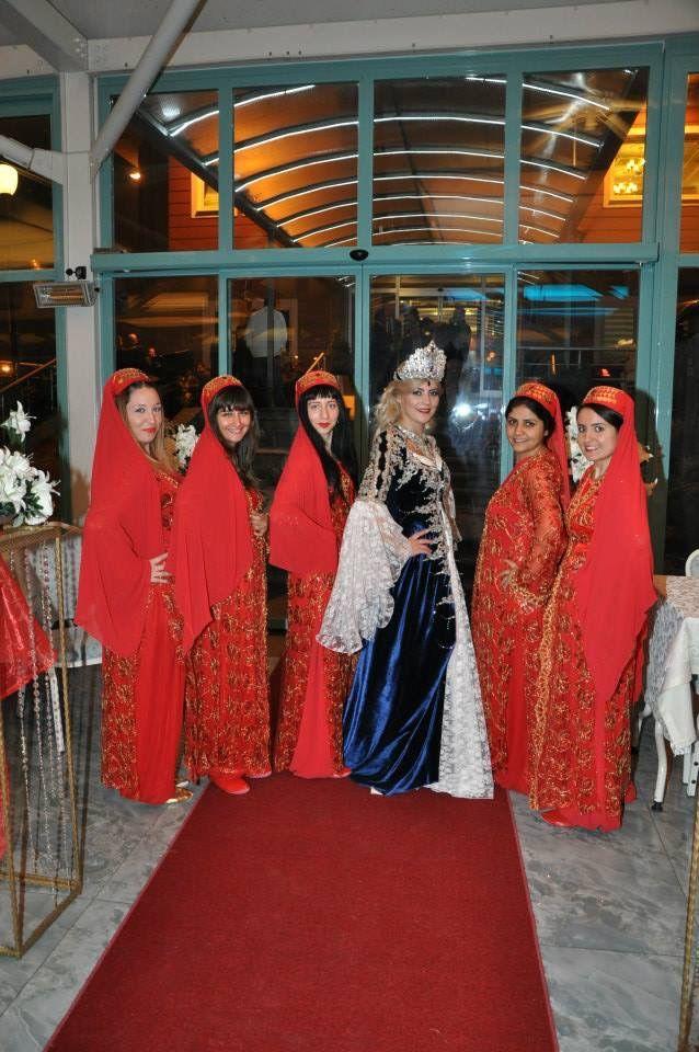 Bayan kına ekibi, kına gecesi organizasyonu, kına gecesi süslemeleri. #bayankınaekibi #kınapaketleri