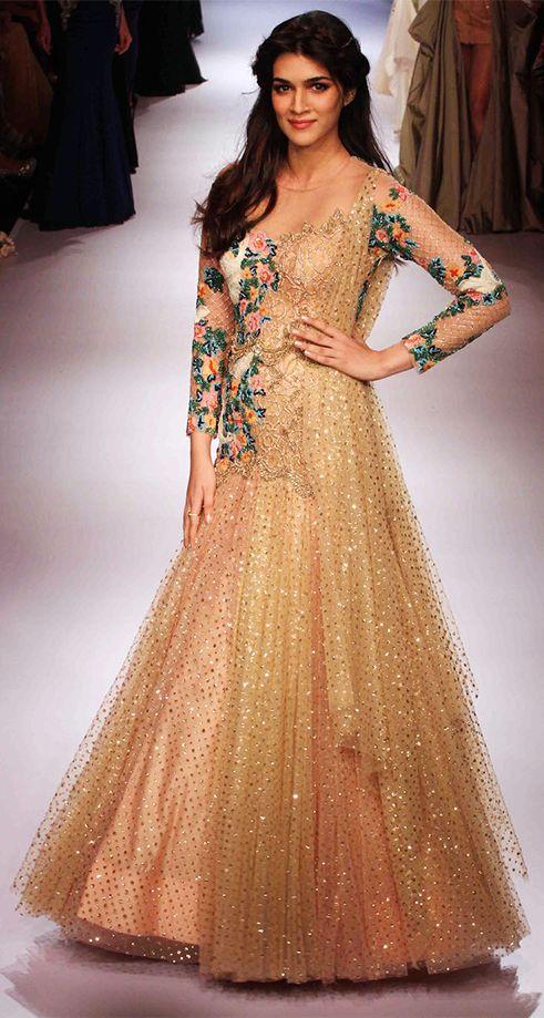 Kriti Sanon walks the ramp in a beautiful dress at the LFW 2015 event.