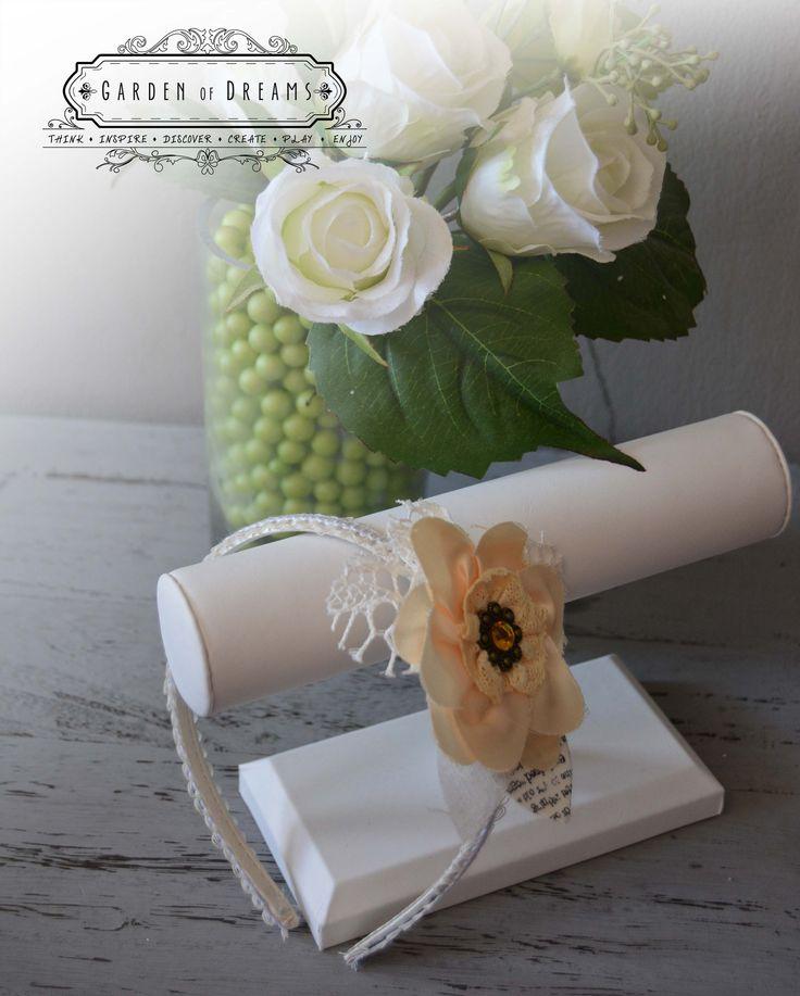 Diadema en color champagne y beige con encaje y flor #diademas #champagneybeige #encaje #flor #niñas