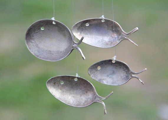 Transform old spoons into fish windchimesSpoons Fish, Crafts Ideas, Home Ideas, Crafty, Wind Chims, Fish Windchimes, Silver Spoons, Wind Chimes, Diy