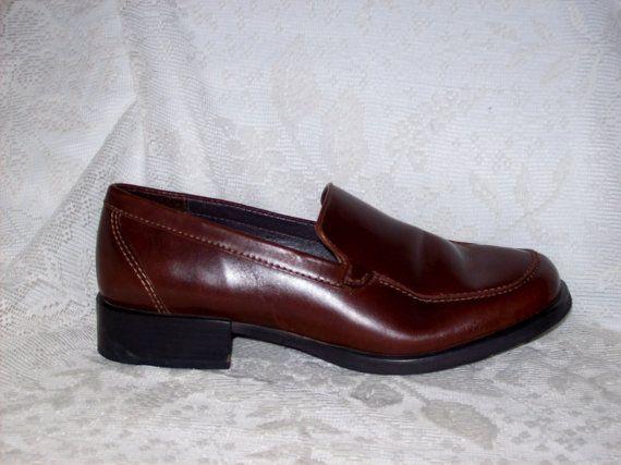 Vintage Ladies Leather Eddie Bauer Shoes Size 6 by SusOriginals, $9.00