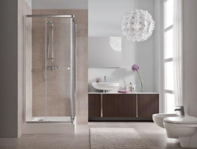 Łazienki z prysznicem. Fot. Kabina First, KOŁO