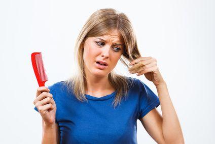 Pour éviter la chute de vos cheveux, optez pour les produits naturels. Voici une sélection d'astuces qui vous aideront à préserver votre chevelure. 3 traitements naturels contre la chute des cheveux Utilisez ces quelques traitements à base de plantes naturelles pour éviter la chute de vos cheveux: -Le basilic: ajoutez quelques poignées de feuilles de... Lire l'article