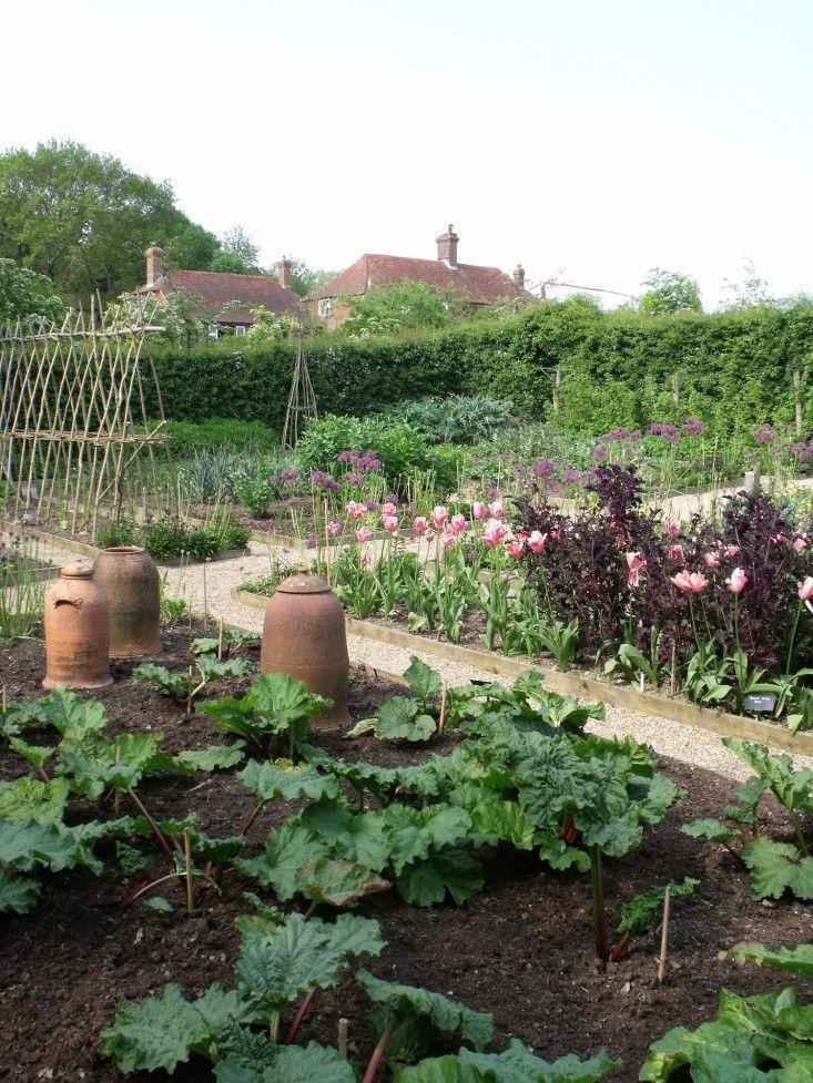 Sarah Raven kitchen edible vegetable garden ; Gardenista