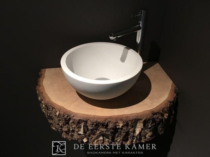 (De Eerste Kamer) Gave fonteinoplossing voor het toilet. Meer inspirerende ideeën ontdekt u op www.eerstekamerbadkamers.nl