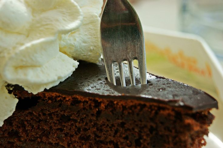 """Ogni 2 generi alimentari che compri, avrai il 50% di sconto sul """"CIOCCOLATONE SACHER"""" !! #sacher #torta #cake #sweetdreams #sweet #pasticceria"""