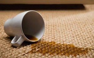 Als ergens koffie overheen gemorst is, is het vooral belangrijk om snel te handelen om de koffievlekken te verwijderen. Als de koffievlek net is ontstaan moet je met een doek zo snel mogelijk de ko…