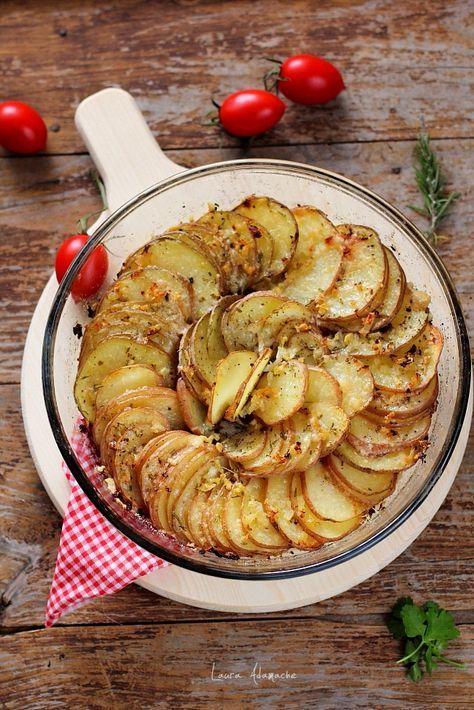 Cartofi la cuptor cu parmezan detaliu