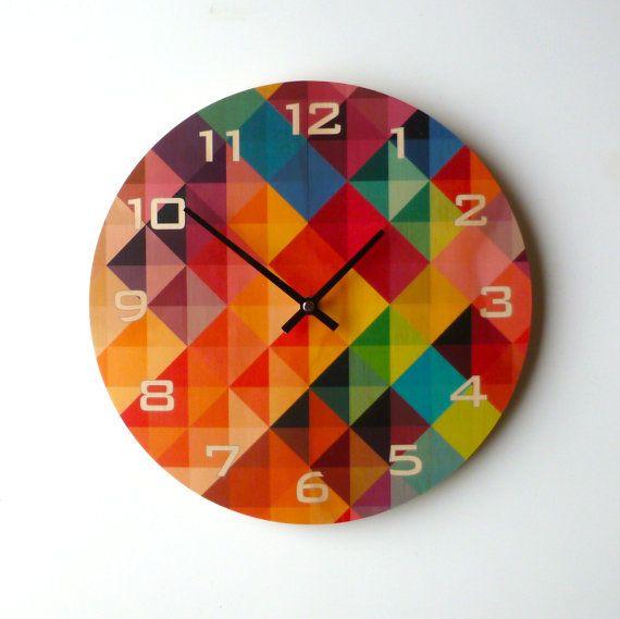 Estos relojes están hechos de manera sostenible de pared producido madera contrachapada de Pino Radiata con el diseño de impresión digital