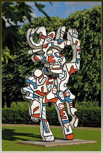 Le Bel costumé (Jean Dubuffet). Ik vind het leuk dat hij van zijn schilderij een standbeeld heeft gemaakt. Ik vind de vormen en kleurencombinatie ook leuk gekozen.