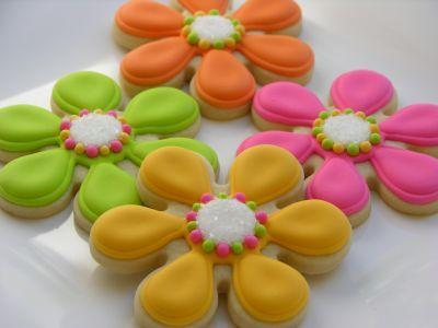 Galleta Decorada de Flores de Colores con Puntos