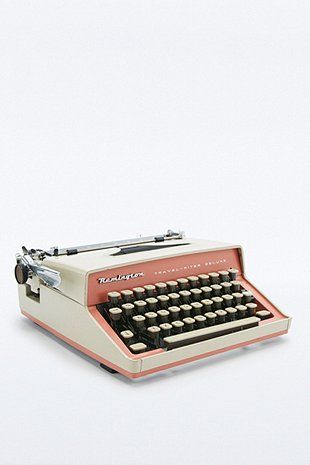 How to Blog in Style. Vintage Remington Travel Riter Deluxe Typewriter