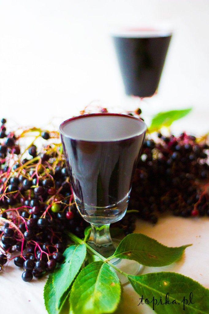 likier z czarnego bzu. Dojrzałe owoce są bogate w witaminy.