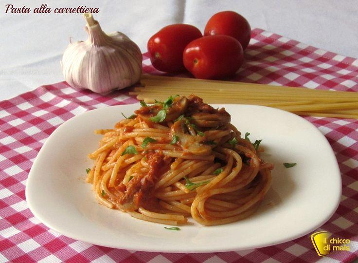 Pasta alla carrettiera (ricetta romana). Ricetta degli spaghetti alla carrettiera con tonno, funghi e pomodoro ricetta tipica di Roma veloce e facile