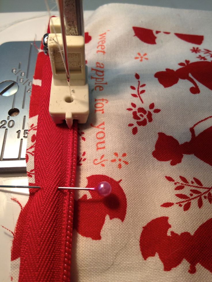 I'll be the first to admit that invisible zippers have been the bane of my life for a long while now. Having taught myself to sew, I was never showed how to insert a zipper, invisible or othe…