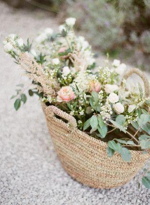 Un mariage champetre chic et pastel en Provence à découvrir sur le blog mariage wwww.lamarieeauxpiedsnus.com - Photos : Greg Finck - Organisation Les Cocottes