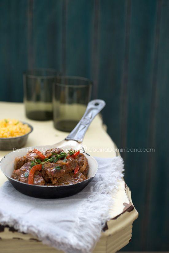 Receta Chivo Guisado Picante (Liniero): este es un plato típico del noroeste del país. Los chivos (cabras) de esta área se alimentan de orégano silvestre.