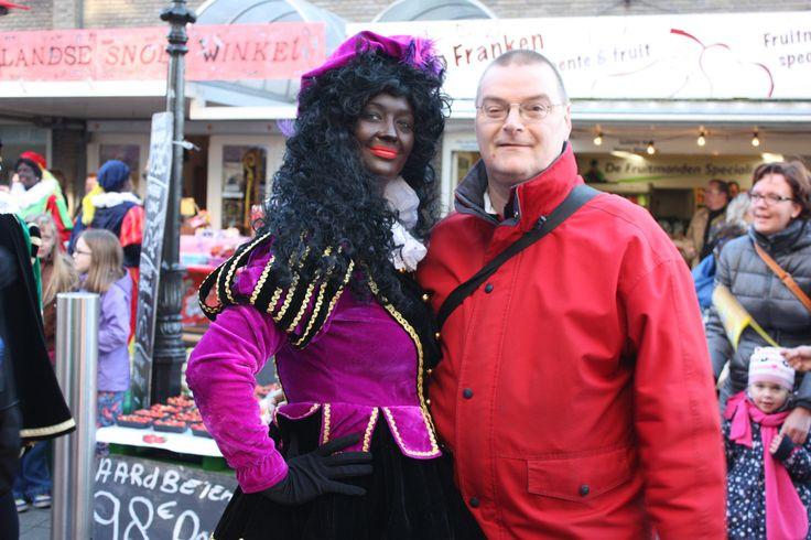 Intocht van Sinterklaas te Rijswijk op zaterdag 23 november 2013. Op de kiek met een van de vele Pieten.