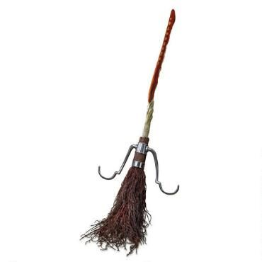 This authentic Harry Potter replica broom is based on the Firebolt model given to Harry by Sirius Black.
