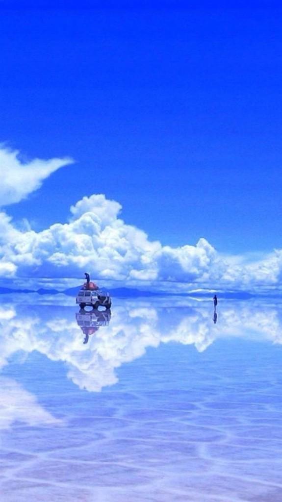 湖に映った空。
