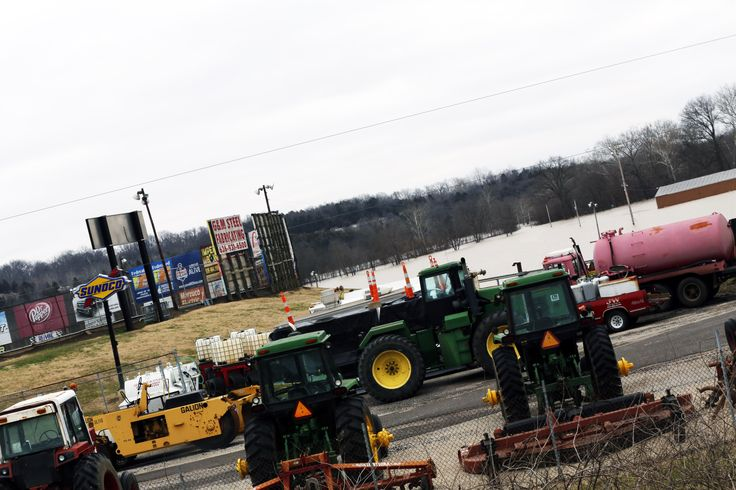 I took these flood water photos today from Federated Auto Parts Raceway at I55 https://racingnews.co/2015/12/30/federated-auto-parts-raceway-at-i55-flood-water-photos/ #flooding