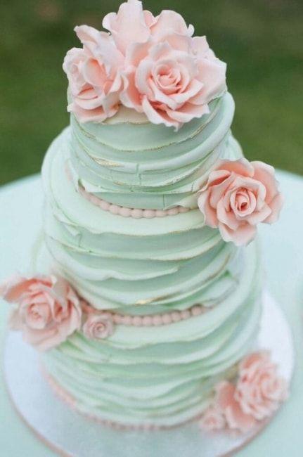 Bolo de casamento 3 andares nas cores verde menta e coral                                                                                                                                                                                 Mais