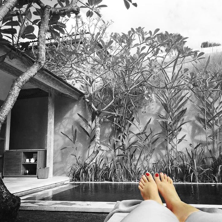 Farewell Kuta and hello to paradise in Seminyak. 7 nights of private villa time with my love. 💦☀️🍹 📷 @jcringle ⛳ @umasapna #umasapna #privatevilla #seminyak #flower #recommendedplace #besthospitality #summer2017 #holiday #throwback #helpfulteam #seminyakbali #baliindonesia #thebalibible #balilife #bali #villalife #balidaily #travelchoise #instadaily #likeforlike #followforfollow