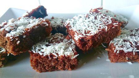 Chokladrutor, kärleksmums eller mockarutor - kärt barn har många namn. Här följer ett recept på en glutenfri variant som även är fri från vitt socker och mjölkprodukter ...