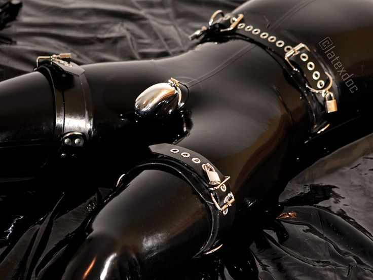 Extreme Rubber Latex Shemale 90