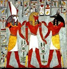 08 - FARAONES – Los egipcios desarrollaron buena parte de su cultura en la creencia de que el faraón era un ser inmortal, de ahí la importancia que daban a la construcción de las pirámides y a todo el proceso de momificación.