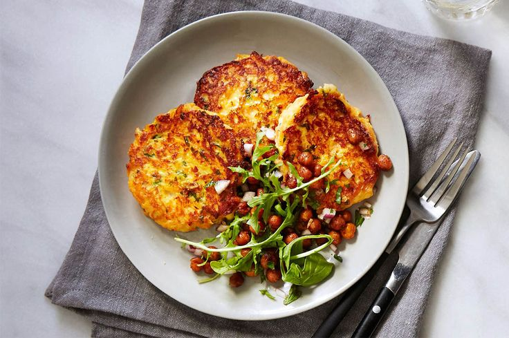 Australian health coach, TV presenter, author, dancer and mother, Rachael Finch has shared her fast and easy carrot, mint and haloumi fritter recipe.