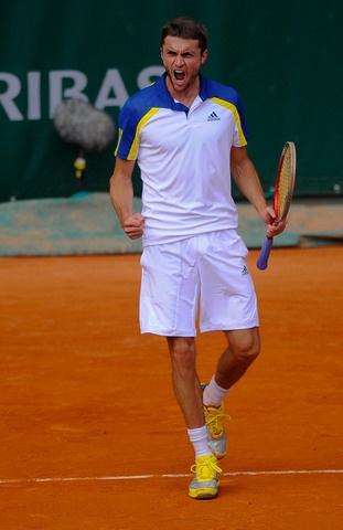 Gilles Simon rejoint le troisième tour après avoir battu Pablo Cuevas en quatre sets 6/7-6/1-6/1-6/1.