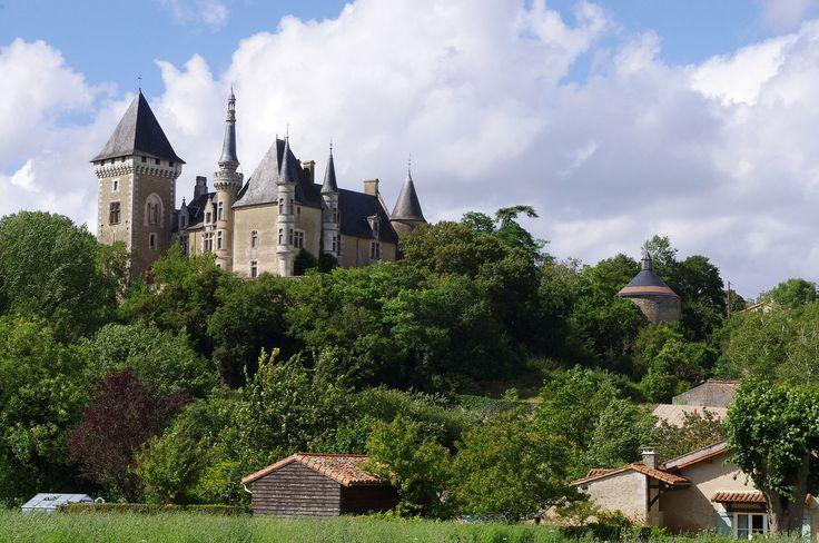 Château d'Aigne. Iteuil 86240. Poitou.