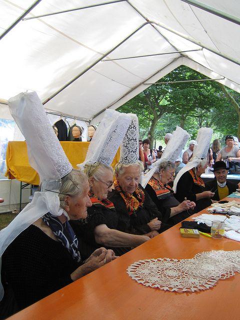 Des bigoudènes lors de la Fête des Brodeuses de 2010. #bigouden #tradition #bretagne #brittany #breizh