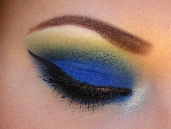 going to have to try this: Blue Crushes, Eyeshadows Looks, Colors, Cobalt Blue, Blue Green, Beautiful, Yellow Eyeshadows, Red Lips, Blue Eye Makeup