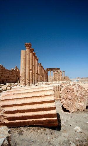 Colunas e vista geral das ruínas da antiga cidade de Palmira, na Síria. De acordo com pesquisadores, que investigaram o subsolo abaixo do Templo de Bel, há traços de atividade que data de 2.300 a.C