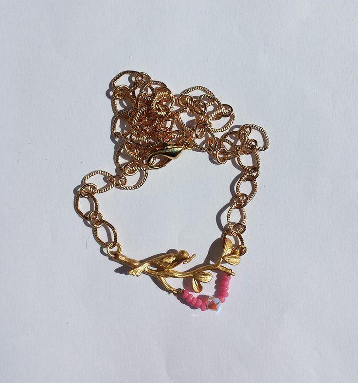 Collana catenina con ramo d'albero e uccellino dorati, decorazione di perline, by Barbara Creations, 13,00 € su misshobby.com