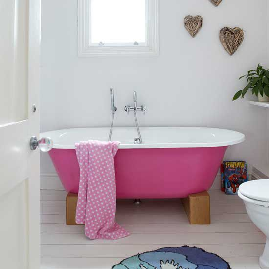 love the pink tub