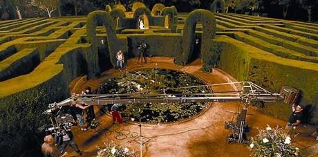 Lequip de rodatge de la pel·lícula El perfum grava una escena al parc del Laberint, a Horta.