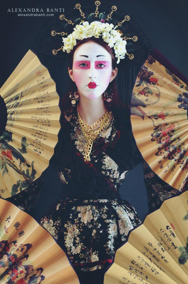 Photos d'inspiration japon/geisha  www.nofacenoname.blogspot.fr  Instagram : @nofacenonameblog Twitter : @nfnnblog Facebook : https://www.facebook.com/nofacenonameblog #geisha #japon #japan #kimono #fashion #mode #makeup #maquillage