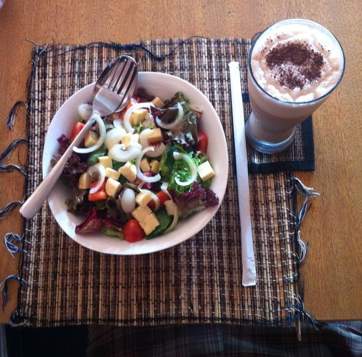 meranggi salad with cold cappucino