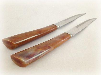 midcentury steak knives with bakelite handles