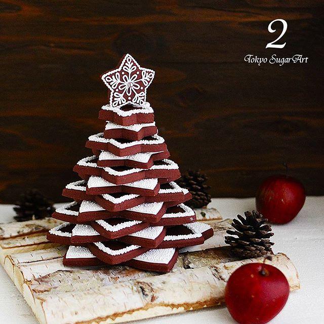 今日は星形ココアクッキーにアイシングして、何枚も重ねて作ったツリーです♪ 初心者の方はクッキーを重ねて上から粉砂糖かけるだけでも素敵になりますよ。  #東京シュガーアート #レッスン #シュガーアート #シュガークラフト #東京 #恵比寿 #芦屋 #アイシングクッキー #カップケーキ #アイシングポップス #クリスマス #クスパクリスマス2016 #アドベントカレンダー #tokyosugarart #sugarart #sugarcraft #icingcookie #royalicing #sugardecoration #sugarcookies #sugar #cupcake #icingpops #christmas #advent