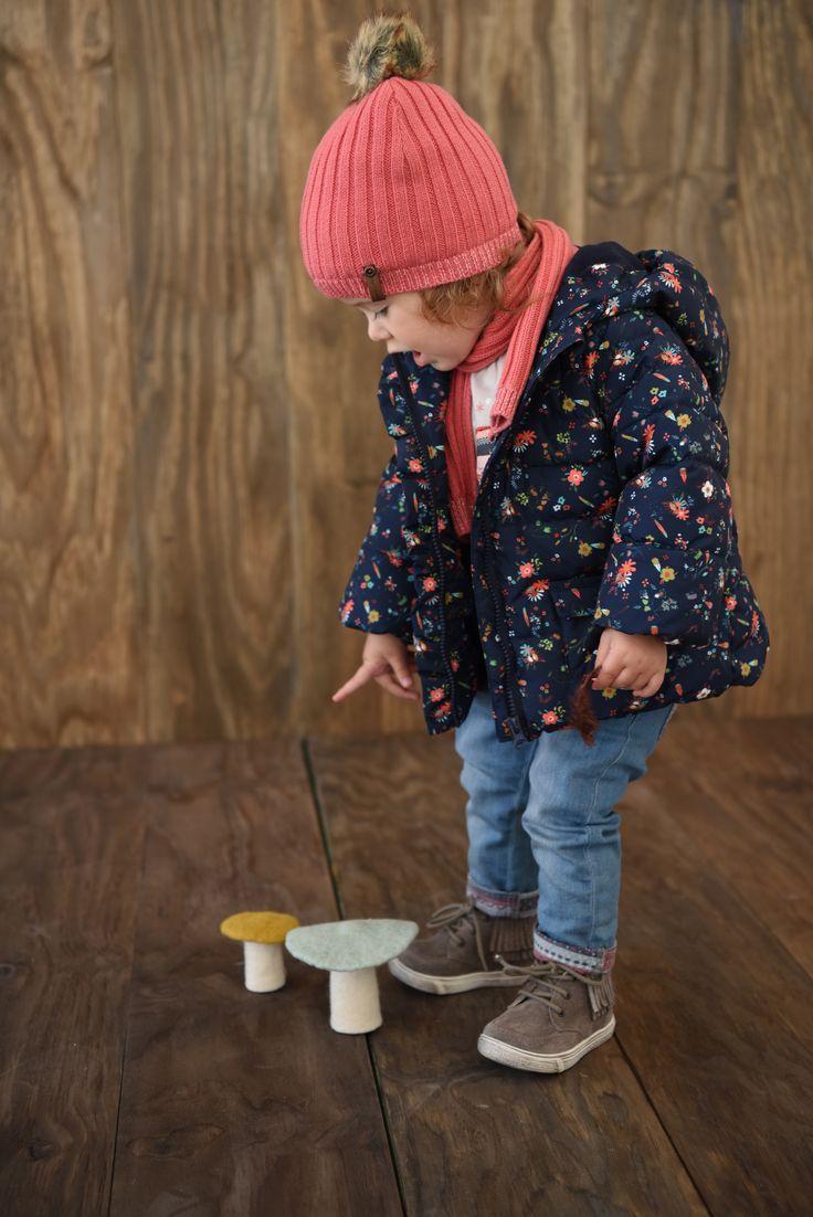 Doudoune imprimée bébé fille Parée pour défier le froid et la tendance, la doudoune imprimée sort le grand jeu. Des petites fleurs en hiver, ça fait du bien, non ? Collection Automne-Hiver 2016 - www.vertbaudet.fr