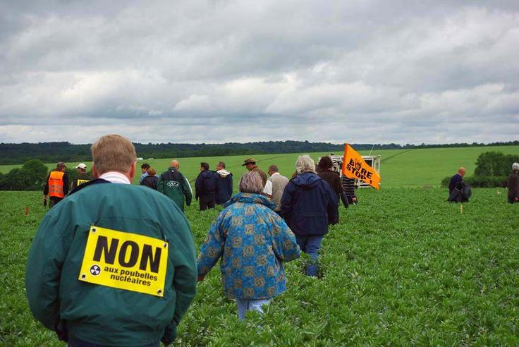Blocage camions vibrateurs de l'ANDRA juin 2010 - BURE : STOP ! Déchets nucléaires, ne pas enfouir !